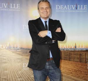 Jean-Charles de Castelbajac fait mouche en jean et veste de costume.