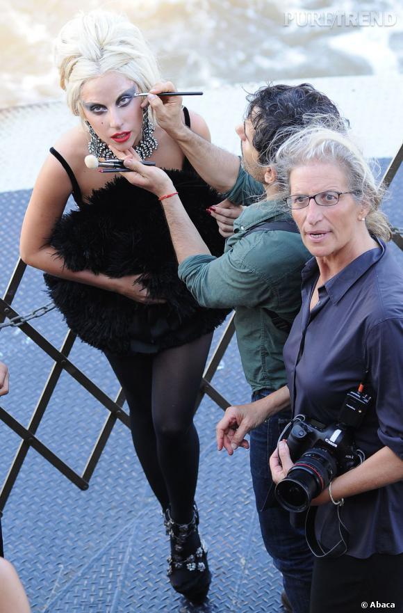 Lady Gaga lors de sa première collaboration avec Annie Leibovitz (au premier plan).