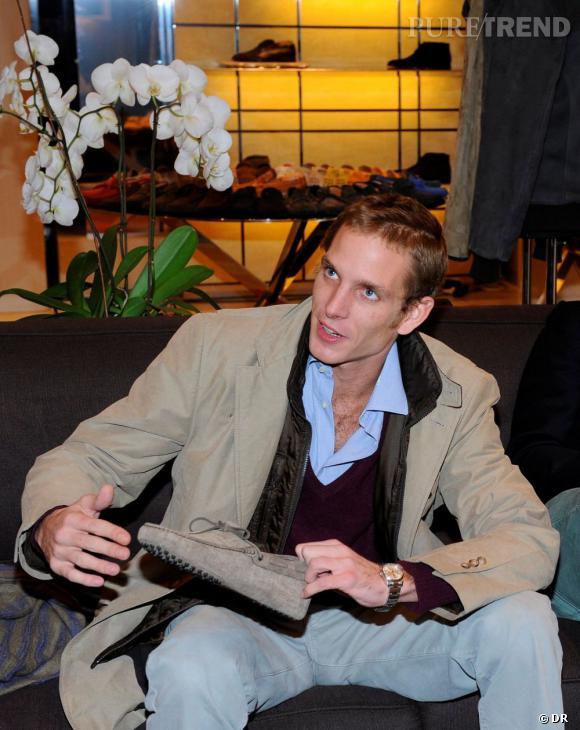 Andrea Casiraghi en séance shopping chez Tod's à Milan.