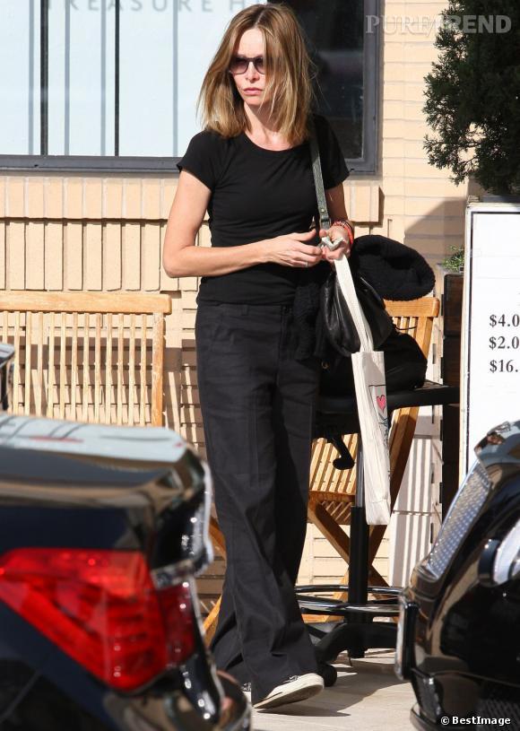 Calista Flockhart devant Barneys à Los Angeles.