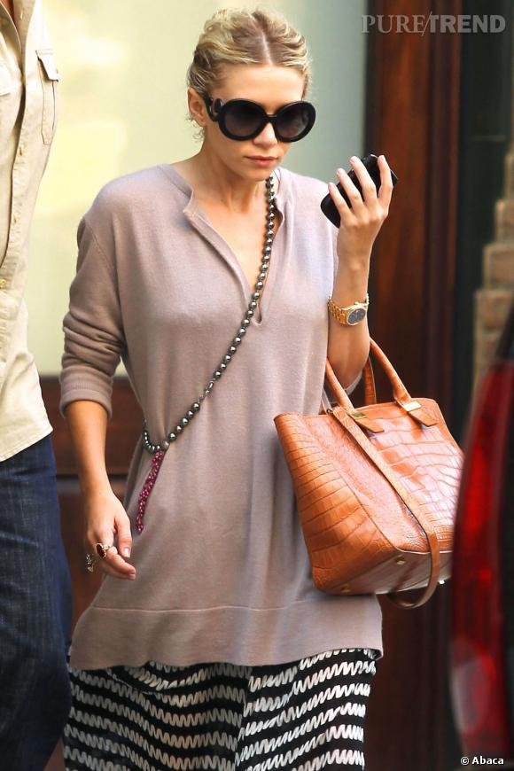 Ashley Olsen attache sa crinière afin de cacher ses cheveux graisseux.