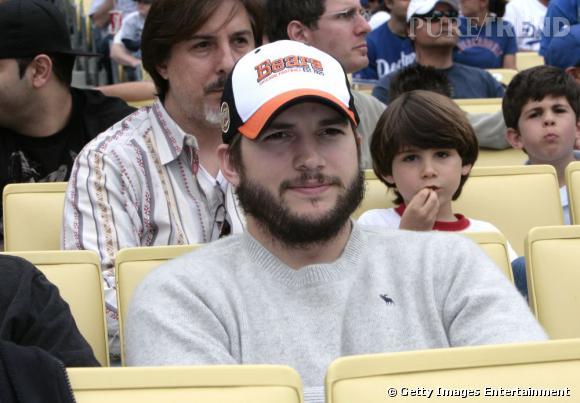 Le flop barbe : épaisse, irrégulière et touffue, cette barbe fait gagner 10kg à Ashton Kutcher.