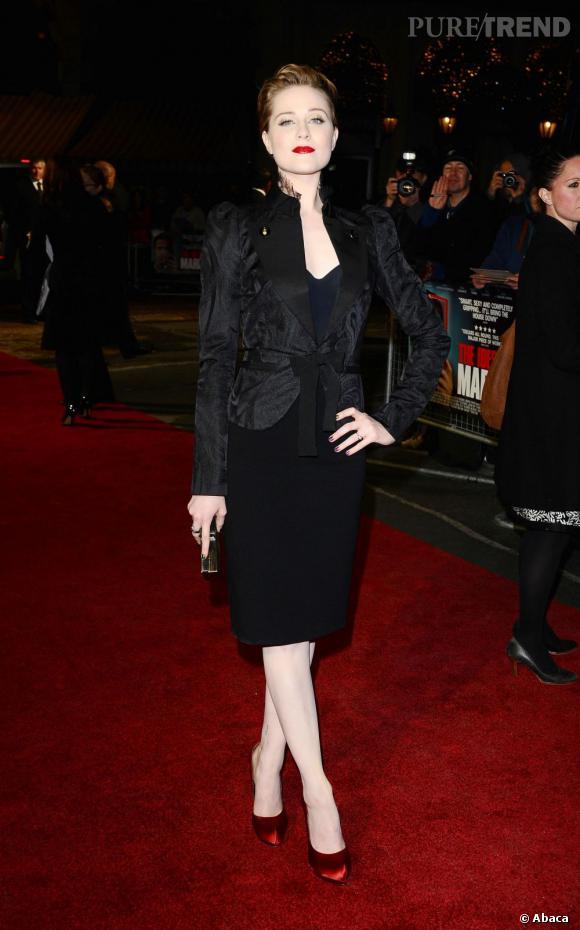 Evan Rachel Wood revisite le tailleur avec une veste en velours au dessus d'une jupe crayon.
