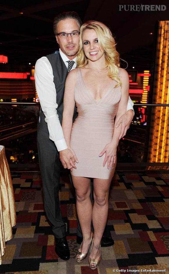 Britney Spears et son fiancé Jason Trawick, juste après la demande en  mariage de celui