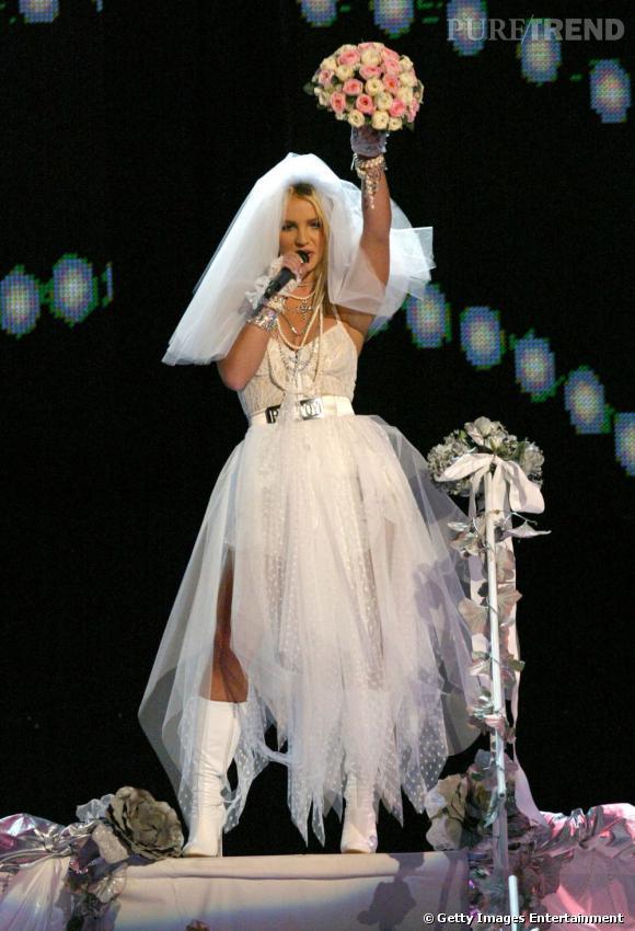 Britney Spears en robe de mariée sur scène... De quoi l'inspirer ?