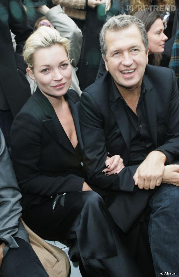 Avec son photographe au bras, la jeune femme a trouvé un bon compagnon de front rows.