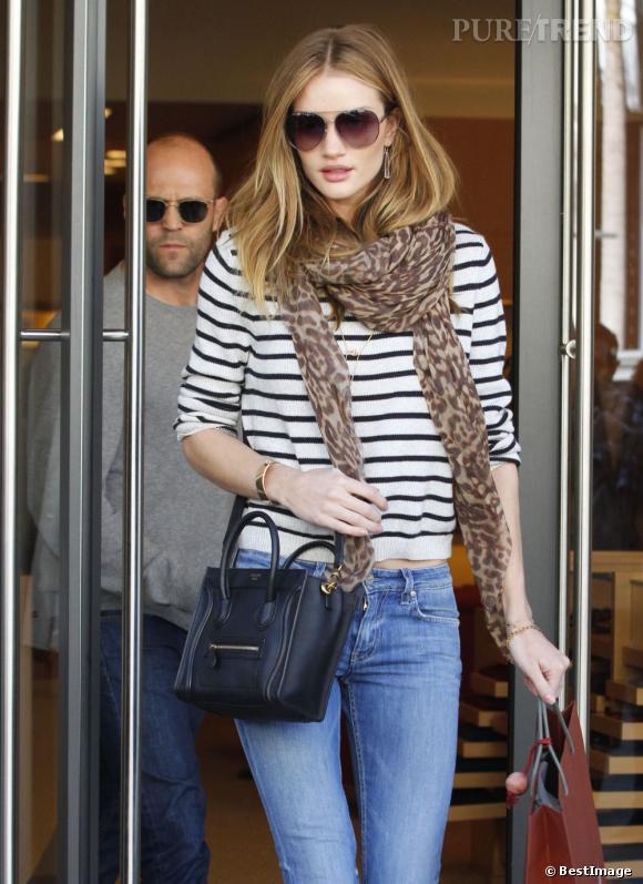 Rosie Huntington-Whiteley fait du shopping à Beverly Hills.