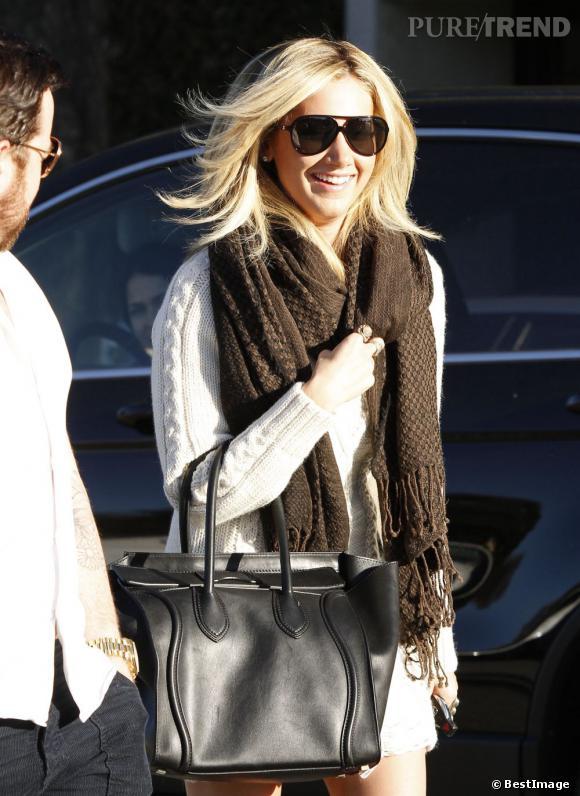 Ashley Tisdale, sans pantalon dans les rues de Beverly Hills.