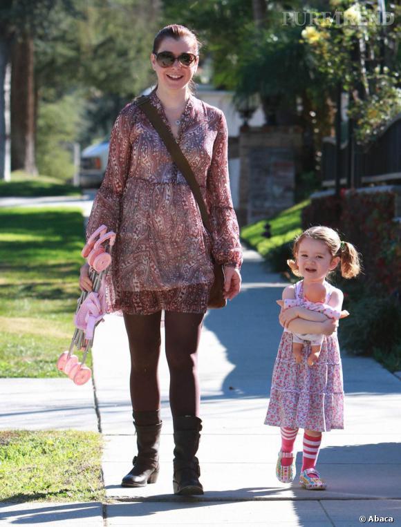 Alyson Hannigan, maman cool dans les rues de Los Angeles.