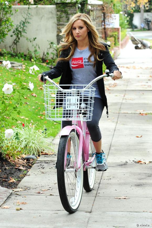 Pour sa séance de sport, Ashley Tisdale sort l'artillerie lourde côté beauté look.