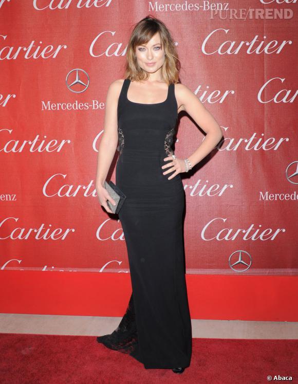 L'actrice opte pour une robe Monique Lhuillier Printemps-Eté 2012 qu'elle accessoirise avec une minaudière Jimmy Choo, des escarpins Casadei et enfin des bijoux Cartier, co-organisateur de la soirée.
