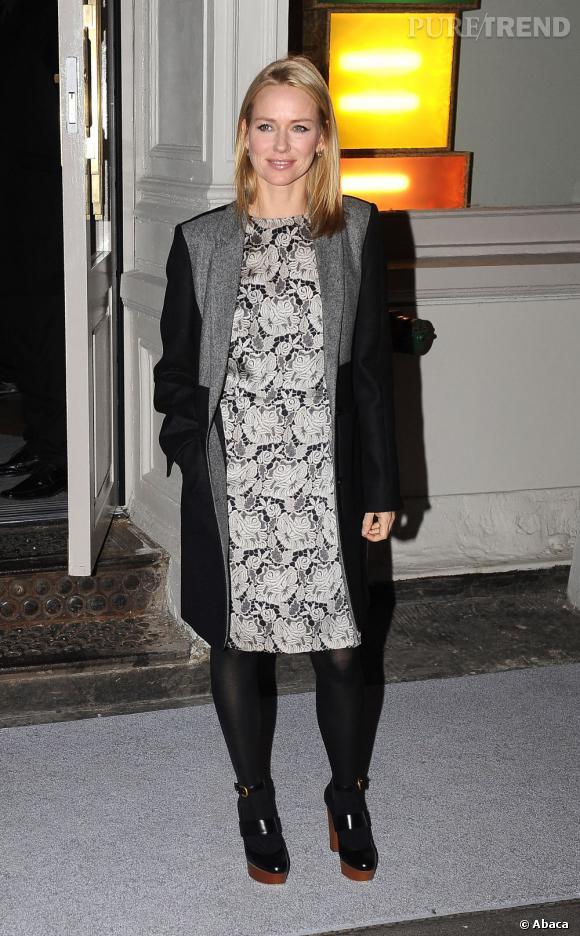 Naomi Watts a choisi un imprimé extrêmement grossissant... Oups.