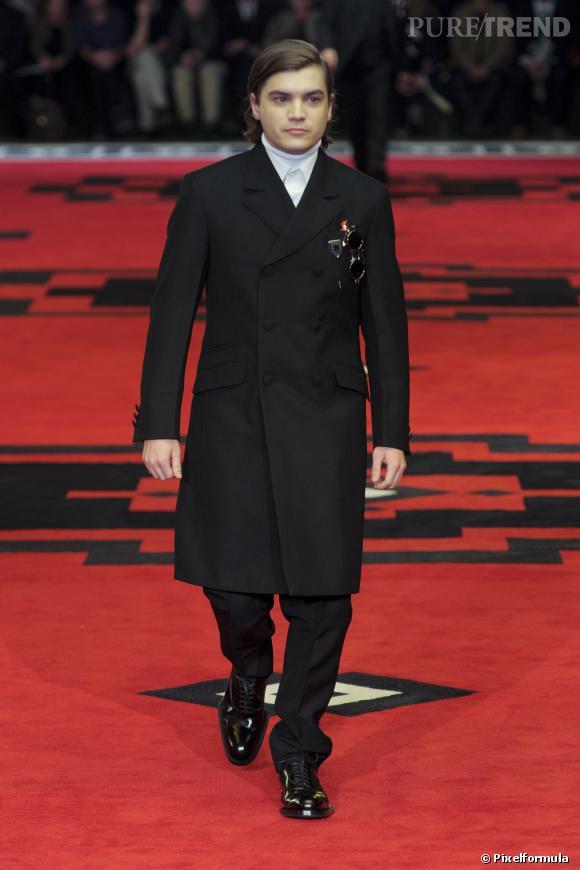 Le bel Emile Hirsch fait ses premiers pas en tant que mannequin.