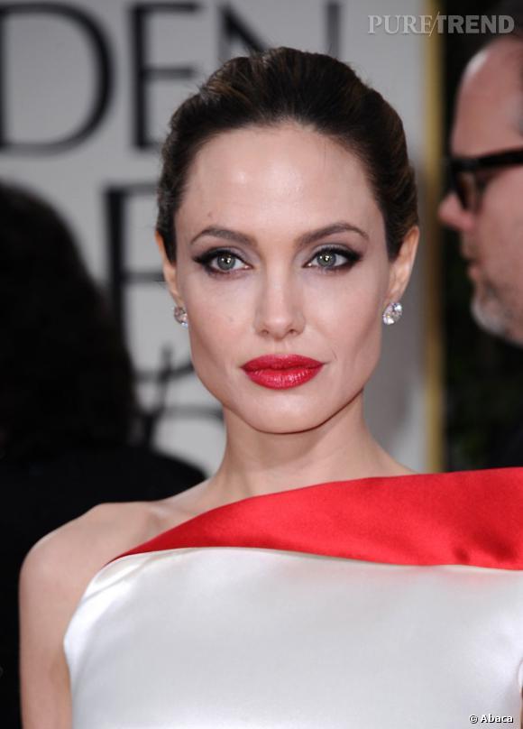 Angelina Jolie la joue pin up aux Golden Globes.