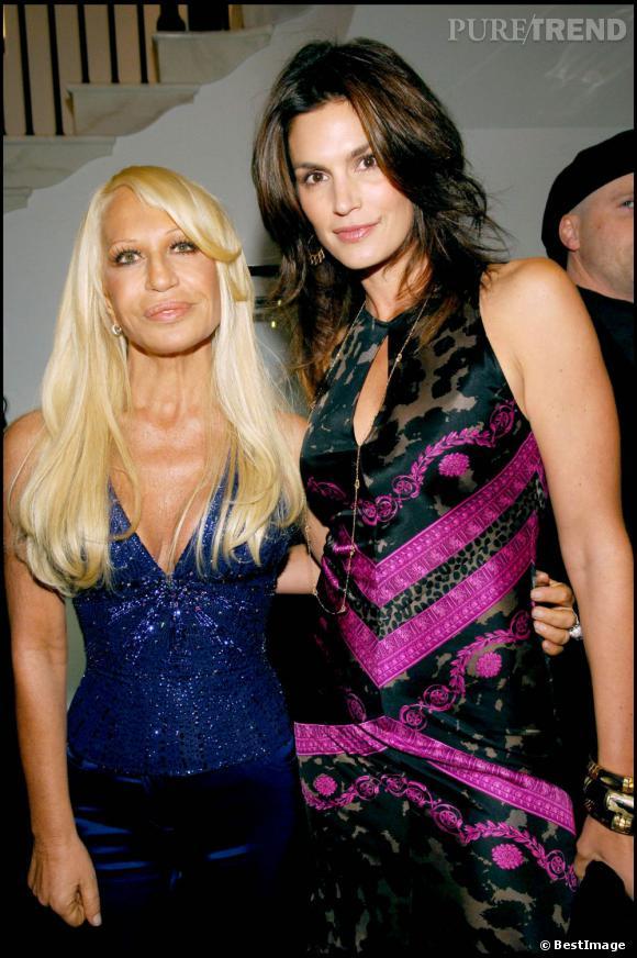 Amie de Donatella Versace, c'est tout naturellement que Cindy Crawford laisse sa fille jouer les baby égéries pour la maison italienne.