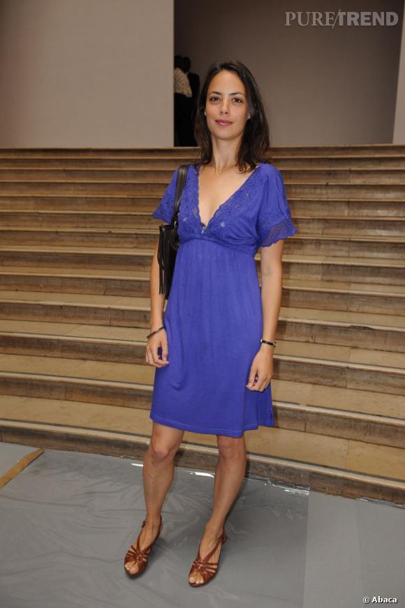 En juillet 2009, Bérénice Bejo opte pour un look d'été très chic pour assister au défilé de Stephane Rolland.