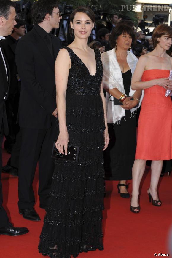 Bérénice Bejo participe au 62ème Festival de Cannes dans une longue robe noire scintillante façon charleston.