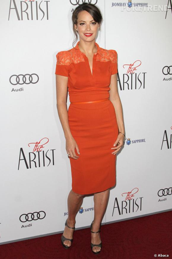 """Pour faire la promotion de """"The Artist"""", Bérénice Bejo mise sur une robe Elie Saab flashy."""