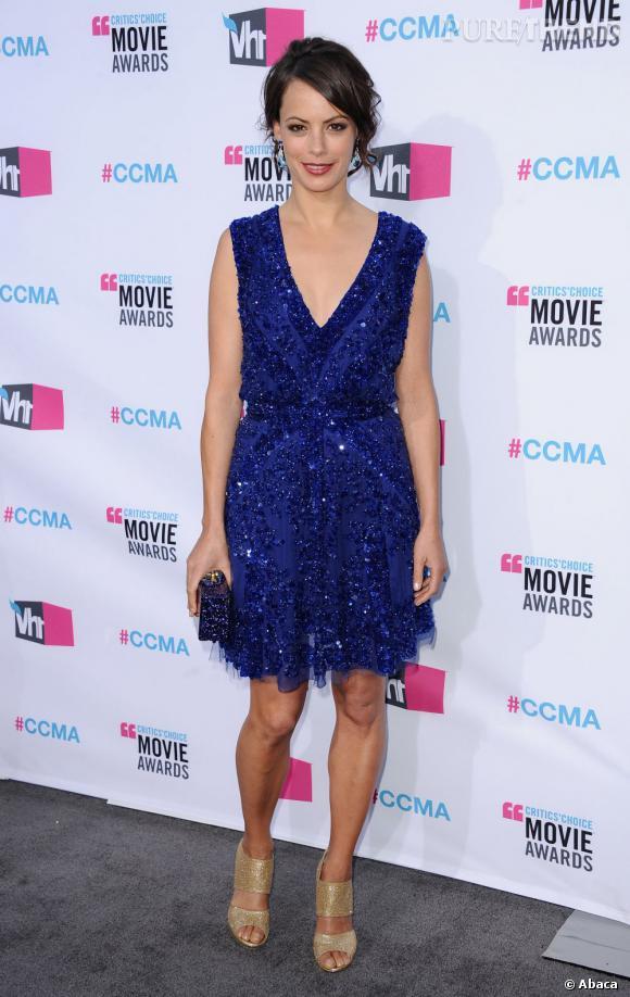 Début janvier 2012, Bérénice Bejo nous en met déjà plein les yeux avec une robe à paillettes bleues Elie Saab.