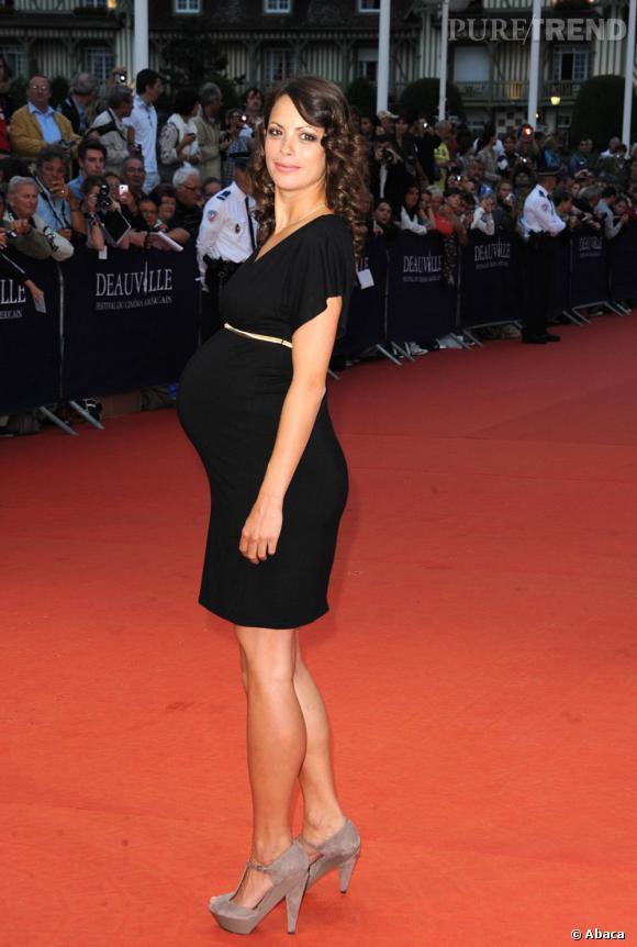 En septembre 2011 au Festival de Deauville, Bérénice Bejo aurait bien du mal à dissimuler son ventre. Dans sa petite robe noire, elle est rayonnante.