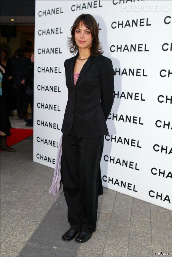 En 2004, Bérénice Bejo est un peu sage sur le tapis rouge.