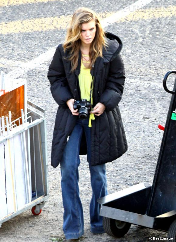 """AnnaLynne McCord sur le tournage de la série """"90210"""" à Beverly Hills."""