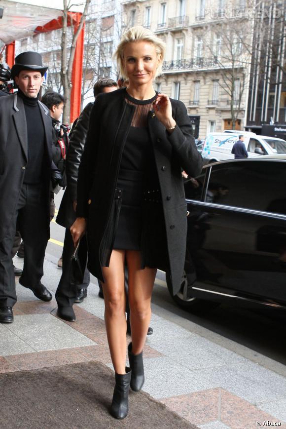 Cameron Diaz, les jambes complètement dénudées dans les rues de Paris il y a une semaine ne sourcille même pas. On est jalouses.