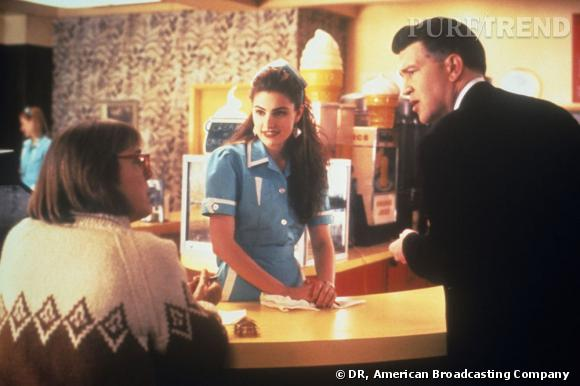 """N°8 :  Madchen Amick, la serveuse sexy de """"Twin Peaks"""" plus connue sous le nom de Shelly Johnson."""