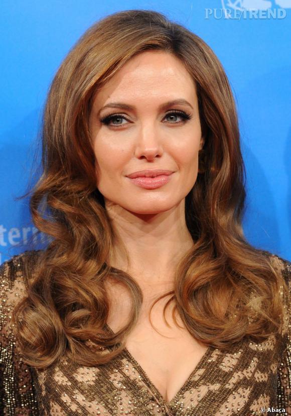 Avec sa chevelure incroyable, Angelina Jolie est toujours impeccable sur le red carpet.