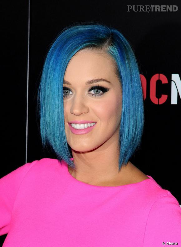 Port sur un carr plongeant lisse les cheveux bleus de katy perry ne nous choque presque pas - Carre plongeant couleur ...