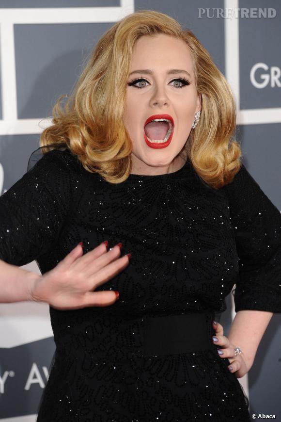 Adele est la première célébrité à oser la manucure Louboutin sur tapis rouge.