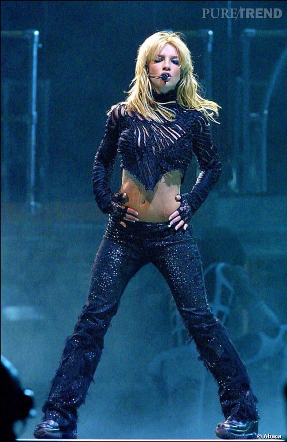 Minceur : quand les stars jouent à l'effet yo-yo Britney Spears en 2001. La nouvelle princesse de la pop affiche une jolie plastique et des abdos en béton.
