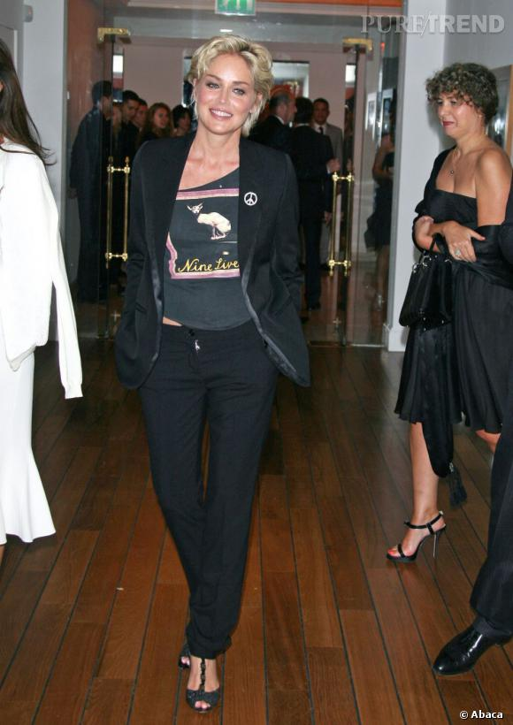 Sharon Stone représente les produits de beauté Dior en 2005 et l'horlogerie en 2007.