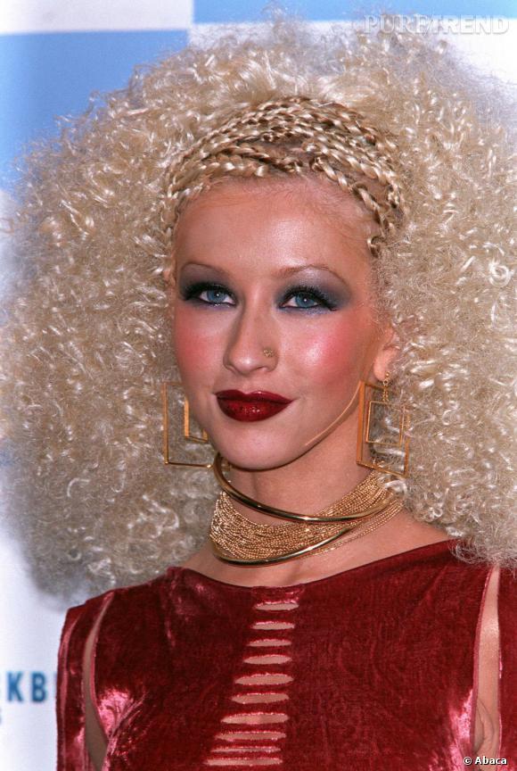 Christina Aguilera a un peu forcé sur le blush... et sur tout le reste aussi !