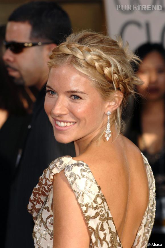 Chevelure blonde comme les blés et couronne de tresse, Sienna Miller version belle des champs.