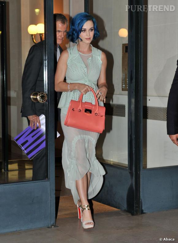Katy Perry quant à elle choisit les Summerissima pour allonger sa silhouette colorée.
