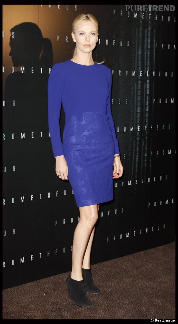 Lors de sa dernière venue à Paris, Charlize Theron a misé sur les bottines Bella Zippa pour sublimer son look.