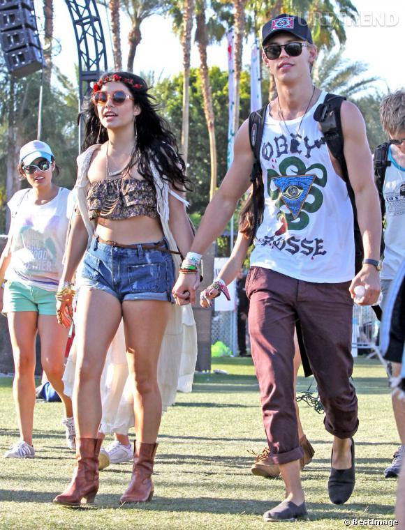 Années 60 :   version hippie cette fois-ci, Vanessa Hudgens va chaque années à Coachella.. Dans l'espoir d'y trouver l'innimitable ambiance de Woodstock.