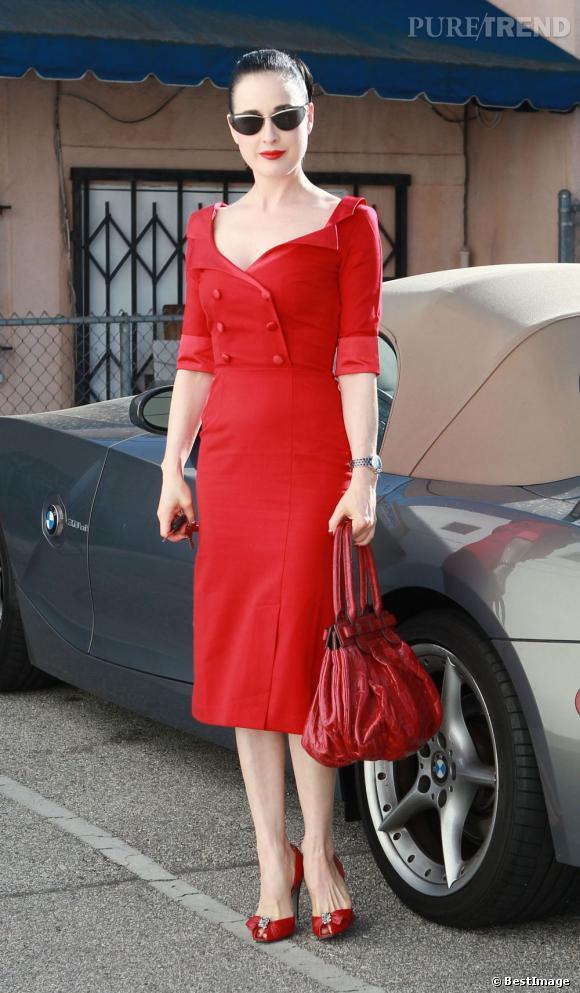 Années 40   : Dita Von Teese est une véritable adepte des looks rétro. Au point même que l'on se demande quelque fois si elle a compris que nous sommes en 2012.
