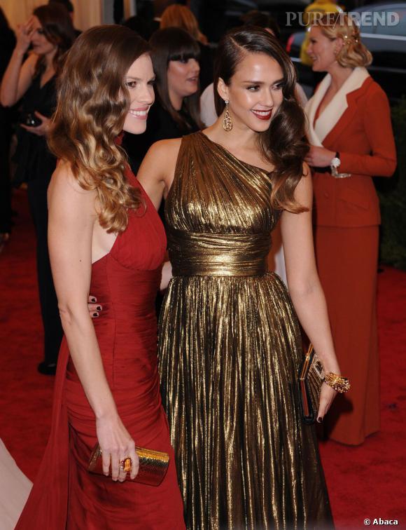 Jessica Alba et Hilary Swank, toutes deux en Michael Kors.