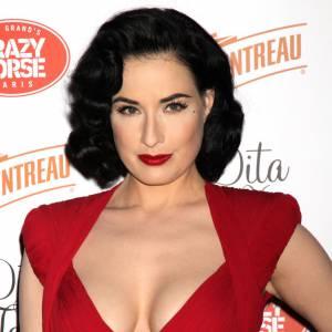Dita Von Teese : faux ! Pour devenir la pin up la plus connue au monde, la brunette a du avoir recours à la chirurgie et elle ne s'en cache pas.
