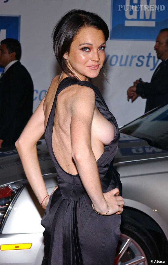 Lindsay Lohan : on a des doutes.  Avant, Lindsay Lohan était du genre plutôt voluptueuse donc il est fort possible que sa poitrine soit naturelle. Et à la voir dangereusement prendre une pente descendante on en est un peu plus convaincus.