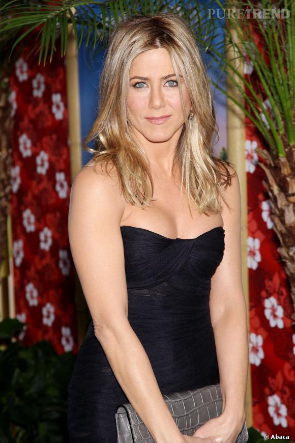 """Jennifer Aniston : vrais !  L'actrice de """"Friends"""" est du genre naturelle et si elle s'est fait refaire le nez, sa poitrine, elle, est d'origine."""