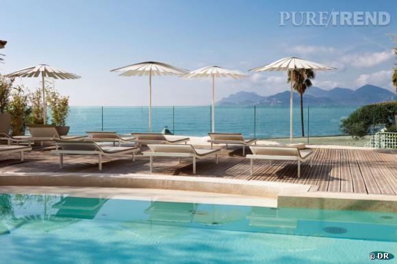 Les plus beaux spa de la Croisette : les Thermes Marins de Cannes Situés dans l'hôtel Radisson Blu, les Thermes de Cannes, c'est 2700 m² consacrés au bien-être. Un espace de thalassothérapie de luxe qui utilise des techniques de remise en forme de pointe. Ici, la vue offerte depuis la piscine extérieure. Les Thermes Marins de Cannes, 47, rue Georges Clémenceau - 06400 Cannes