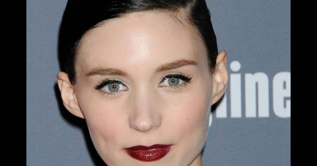 rooney mara ambiance ann es folles avec ses l vres bordeaux glamour. Black Bedroom Furniture Sets. Home Design Ideas