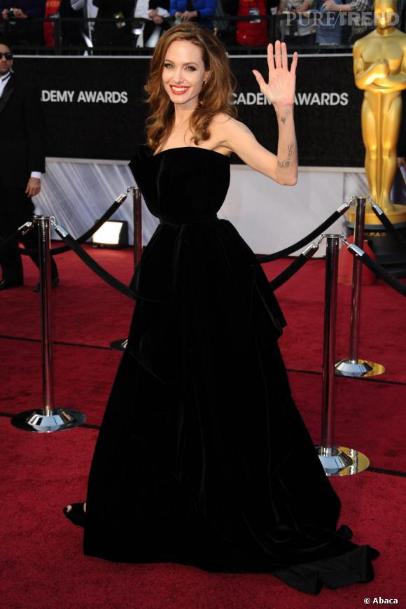 Angelina Jolie une bombe fatale toujours glamour sur tapis rouge.