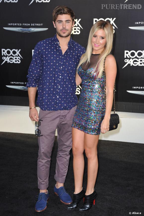Une robe multi-chrome et holographique pour la jolie Ashley Tisdale, accompagnée de son meilleur ami Zach Efron. Le chéri d'Ashley, Scott Speer, était là pour veiller au grain...