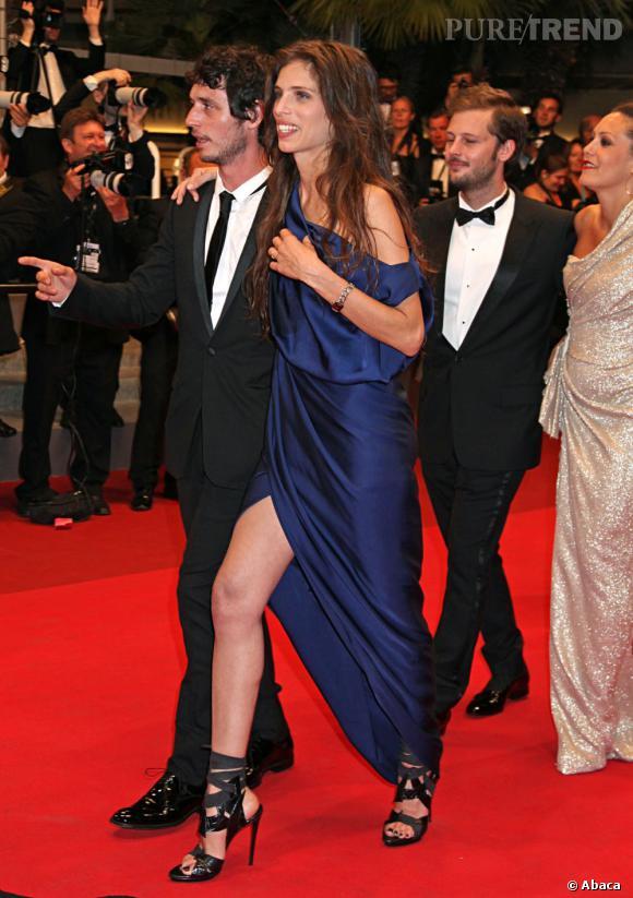 Cannes est un petit peu le terrain de jeu de Maïwenn et cette fois-ci c'est dans une robe bleu nuit qu'elle subjugue les objectifs.