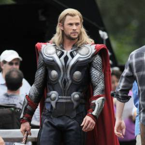 Chris Hemsworth fait sensation en costume de Thor... On valide !