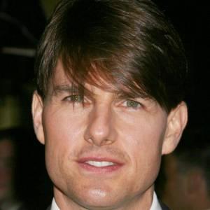 En 2007, Tom Cruise nous déçoit. Qu'est ce que ces cheveux sur le front ? Cherche t-il à cacher quelque chose ?
